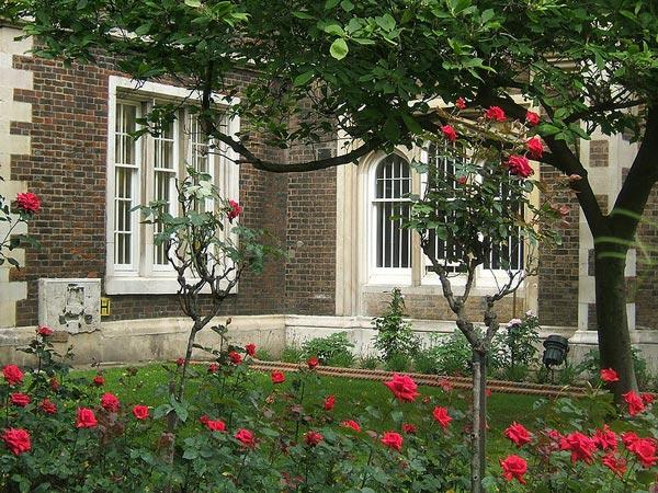 Middle Temple Gardens (c) Simon Michael