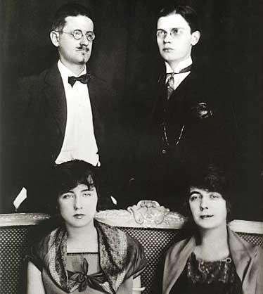 James-Giorgio-Nora-Lucia-Joyce-Paris-1924 (c) Wikipedia