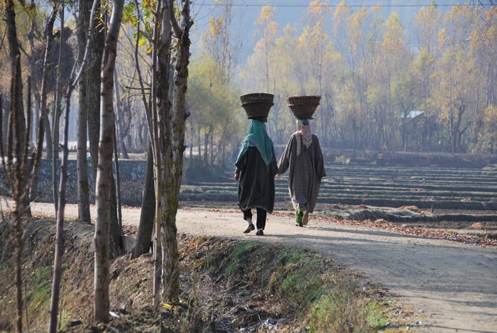 Two women walking in Indian-administered Kashmir (c) Jill McGivering