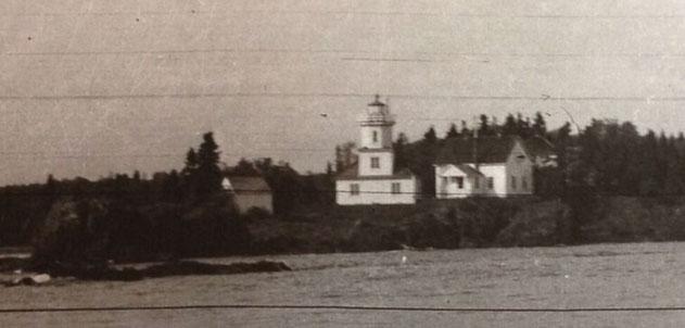 Pt Porphyry - original lighthouse (c) Jean E. Pendziwol