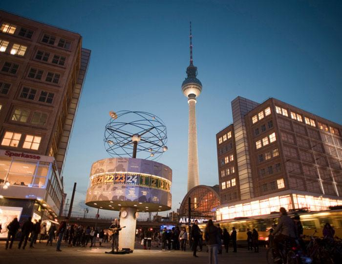 Alexanderplatz & Fernsehturm (c) Flickr