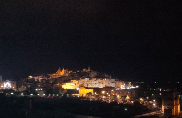 Ostuni by night c) Valeria Vescina