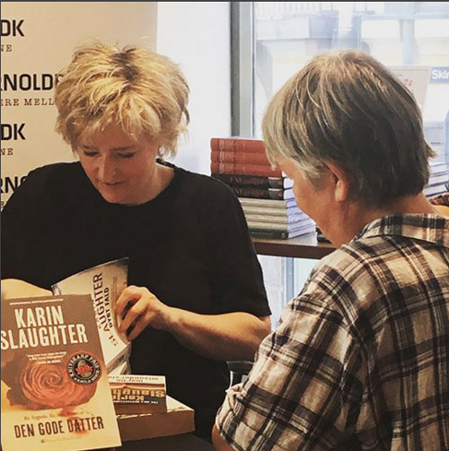 Karin Slaughter signing The Good Daughter in Copenhagen (c) Harper Collins Nordic