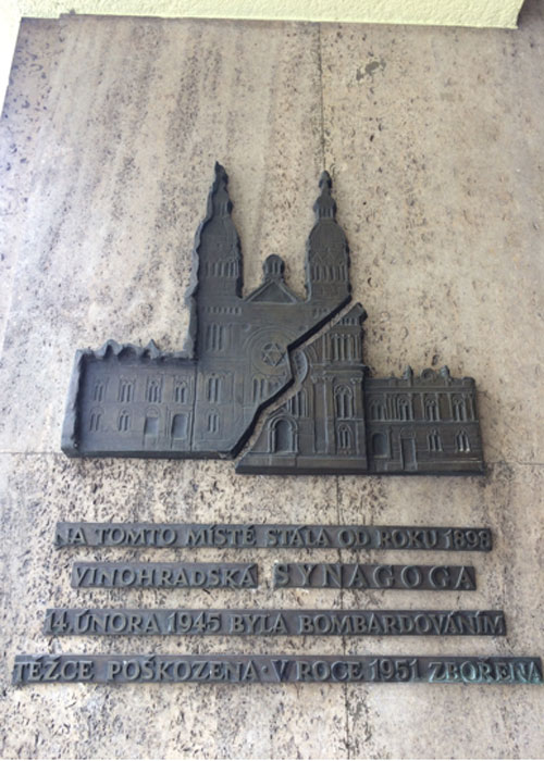 The plaque marking the site of the synagogue. (c) Kim Sherwood.