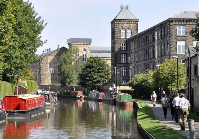 Skipton with its canals and mill buildings (c) Campsites.co.uk