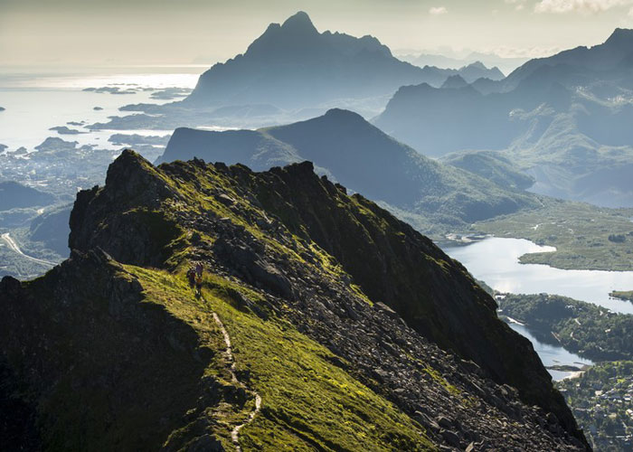 Hiking at Fløya in the Lofoten islands (c) CH - Visitnorway.com