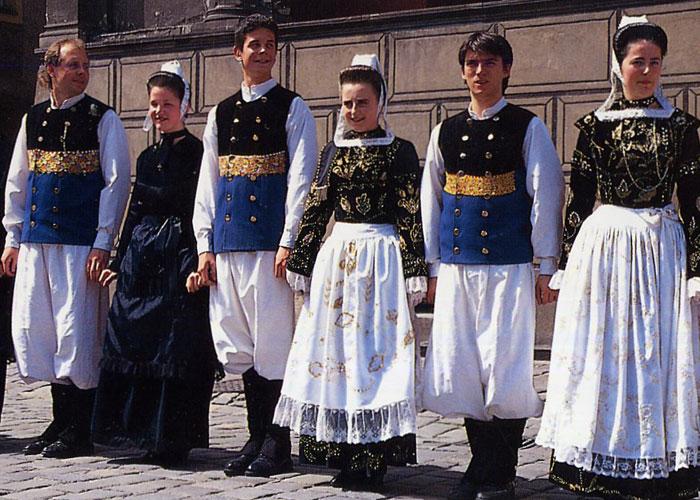 Breton Costume (c) Suzie Tullett