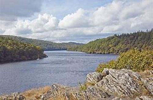 Lac de Gerledan (c) Suzie Tullett