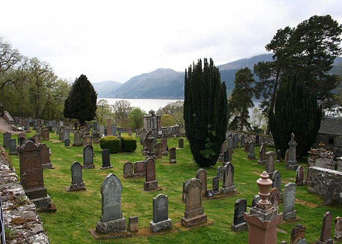 Boleskine Cemetery (c) Wikipedia
