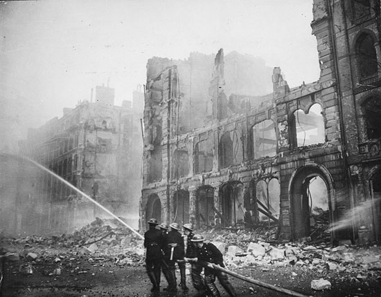London in the blitz (c) Wikipedia