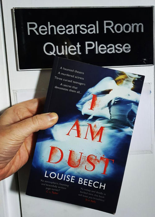 Ghostly tale set in a Hull theatre - I am Dust by Louise Beech