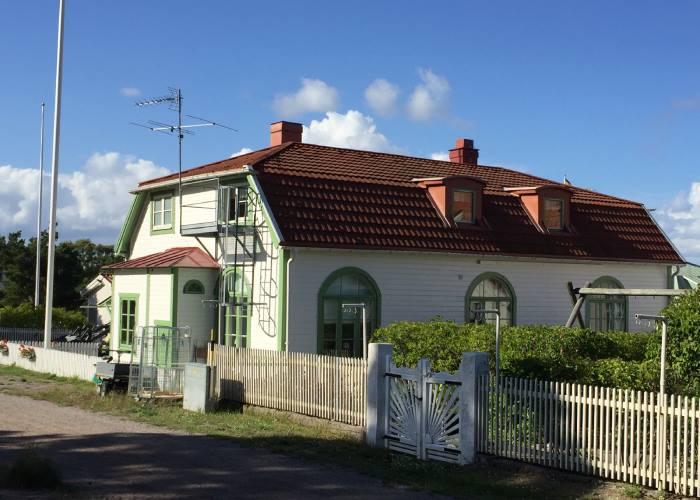 Literary locations on Viveca Sten's Sandhamn Missionhuset Sanddhamn (c) The BookTrail